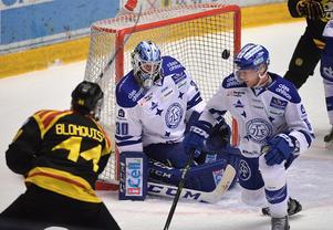 Här sitter 4–0 bakom Atte Engren i slutet på andra perioden.
