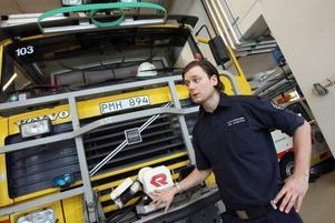 I TV 3:s serie Arlanda får tittarna följa flygplatspersonalens  arbete. Emil Holmström från Gävle är en av dem som vi får veta mera om.