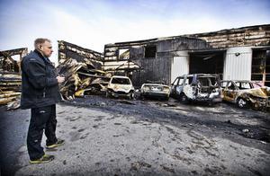 Fredrik Lindholm, ägare till bilverkstaden Bilservarn på Bastborregatan. Fredriks bilverkstad totalförstördes i en brand måndagen 30 oktober.
