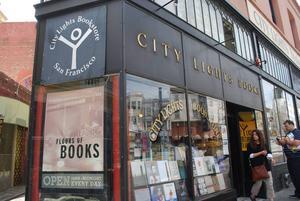 Lawrence Ferlinghettis bokhandel City Lights blev berömd när den gav ut och sålde Allen Ginsbergs
