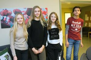 Niorna Maja Haveringen, Nora Rolén, Paula Blockhammar och Rami Ghazi är några av de elever på Klockarbergsskolan som samlar in pengar till en klassresa de tror blir gripande och intressant.