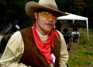 Guncrazy Matt. Mattias Lind är mannen som har satt Borlänge på kartan i Westernskyttesammanhang. I helgen arrangerade han The Long Lost Trail för andra året i rad. Foto:Jan Dalevall