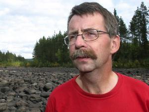 – Det krävs radikala åtgärder för at förbättra kommunens ekonomi, säger Lars-Erik Lundberg. Han vill både sälja kommunens skogar och höja skatten.