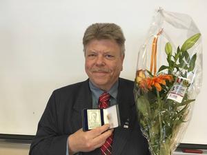 I 50 år har Lars-Erik Måg varit aktiv i det som i dag heter Liberalerna. För det hyllades han under partiets länsårsmöte.