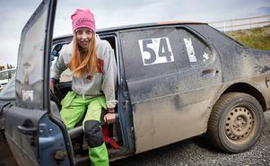 – Både mamma och pappa kör, syrran har tagit debutant och så kör ju halva byn, säger Linnea Andersson från Sikås som tävlar för MK Nordjämten.