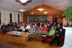 I veckan som var samlades över hundra ortsbor i församlingshuset i Gäddede för att diskutera hur de på bästa sätt ska välkomna de fyrtiotal asylsökande flyktingar som väntas komma inom några veckor.
