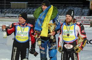 Pallen från vänster: Stefan Svensson, silver, Niclas Svensson, guld och Daniel Henderson, brons.