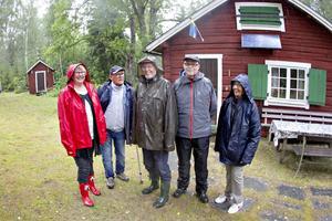 Hela gänget som var på Kalvs fäbodar när AB kom dit. Birgit Karvonen, Leif Sjöström, Seppo Karvonen, Lennart Risberg och Barbro Eriksson.