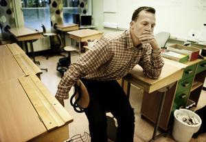 Arons lärare Jonas Andersson blev bestört när han fick höra att familjen snart ska avvisas.