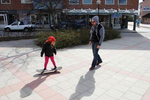 Malaika Fredholm deltog i det alternativa första maj-tåget. Hon vill ha en betongpark.
