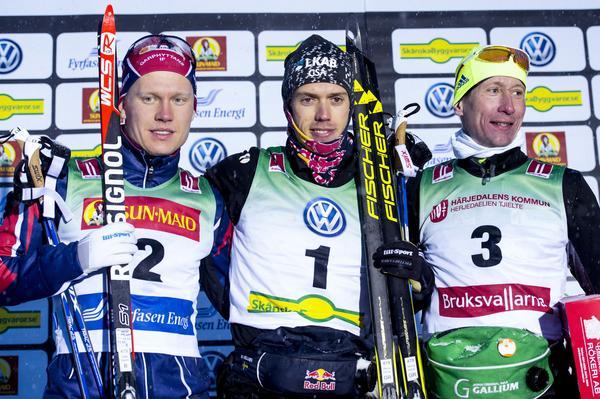 Axel Ekström, Marcus Hellner och Lukas Bauer: prispallen efter herrarnas 10 kilometer fri stil i Bruksvallarna.