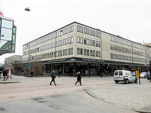 Bostadshus. Fastigheten i hörnet Stora gatan-Norra Källgatan kan få en våning till.