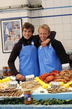 Fiskhandlare L'Ecaillerie i saluhallen i Biarritz.   Foto: Annika Goldhammer