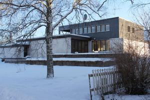 Ivarssons villa byggdes på 1960-talet i anslutning till Edsbyverkens dåvarande kontor, numera kommunkontoret. Villan fick därför även en representativ funktion...