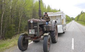 Åke Larsson från Perstorp passerade Härjedalen med traktor och husvagn.