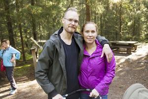 Två av flera besökare med fribiljett var Lars Mattsson som har återvänt till sin hemby Järvsö med sambon Carin Larsson.