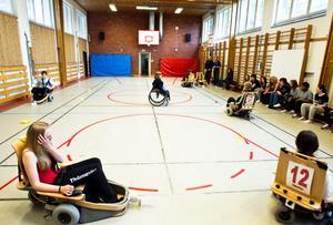 Elhockeyesset Johanna Mårtensson vill ge sina klasskompisar chansen att prova på sporten.