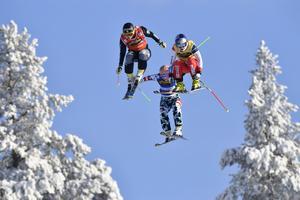 Ider Fjäll 170211Audi FIS Ski cross world cup finalSand®a Näslund flyger mot en finalplats och seger.Foto Nisse Schmidt