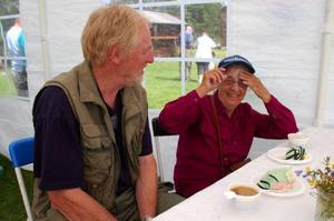 Tage Fjellner, tidigare ordförande i Vemdalens hembygdsförening, med sin  mor Gölin Fjellner.