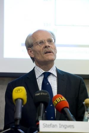 Populärt sänka. Riksbankchefen Stefan Ingves fick mer ros än ris för den sänkta styrräntan. Sänkningen kom överraskande tidigt.foto: Bertil Ericson Enevåg/scanpix
