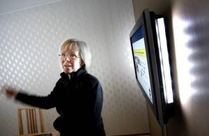 Vanja Lundby-Wedin fick information om arbetet med att använda ny teknik inom äldreomsorgen.