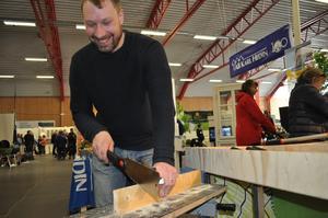 Linus Jern, Smedjebacken, provade en  sylvass såg för finsnideri.