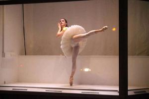 En ovanlig syn hos ett modernt danskompani: en ballerina på tårna.