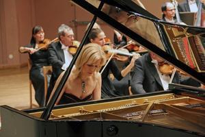 Olga Kern kommer från Ryssland och är uppväxt i en musikerfamilj med nära band långt tillbaka med både Tjajkovskij och Rachmaninov. Hon började spela piano vid fem års ålder. Chopins första pianokonsert stod på programmet när hon spelade med Gävlesymfonikerna i Hudiksvall.