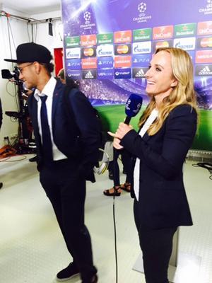 Roligt på kontoret! Glad Neymar som gjorde två mål i matchen och nu är i Champions League-final!
