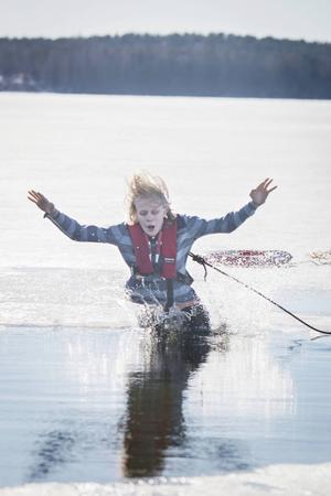 För många blev kylan i vattnet en chock.