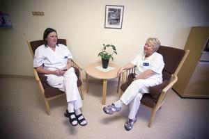 Kerstin Lilja och Vivianne Tjärnström jobbar på amningsmottagningen Mammot.