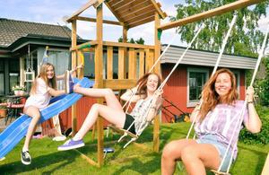 Cajsa Lundin, Celina Nyström och Julia Ylikauppila vill ge alla barn chans att få röra på sig genom dans.