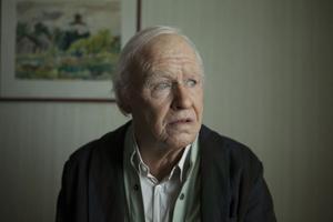 Robert Gustafsson som Allan.