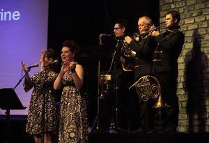 Nostalgikvällen på Folkets Hus bjöd på bra blandning av både låtar och artister.