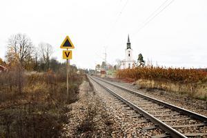 På 60-talet stängde tågstationen som då fanns samhället just nedanför krogen i centrala Bergby.