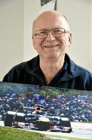 I pole position. Efter att ha varit bilägarna i Askersund trogen under 33 år har Anders Mogren hamnat i pole position. På fredagen fick ha ta emot utmärkelsen Årets företagare. Foto: Göran Kempe