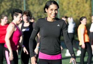 Löpskolövningar är bra om man vill ha träning som motsvarar en löparrunda, trots att man inte har någon lång sträcka att springa på, berättar instruktören och före detta friidrottsstjärnan Maria Akraka.