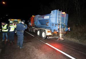 Det var extremt halt på olycksplatsen. En saltbil kallades till platsen efter olyckan.