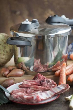 Med en tryckkokare sparar du både tid och energi. Ett långkok fixas på halva tiden och köttet blir underbart mört och saftigt.Foto: Leif R Jansson/TT