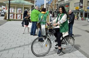 Antalet bilar i Sundsvall ökar och nu vill Jasmin Khwaiter, nytt språkrör i Grön ungdom, att vi växlar upp vad gäller cyklandet.