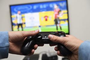 En man misstänks ha stulit en spelkonsol och åtalas nu misstänkt för stöld. Foto: Henrik Montgomery/TT