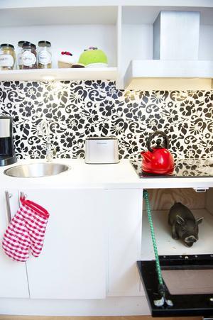 Sambon Martin har byggt ett kreativt kök till dottern Stella.