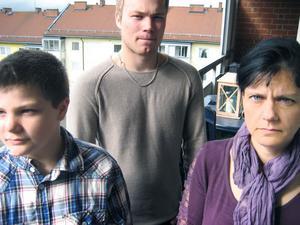 """Lucas (till vänster) fick ett epileptiskt anfall, Andreas blev nedslagen. Ingen av dem fick hjälp. Det fick  Kamilla Ferry att starta """"Banga inte ur""""."""