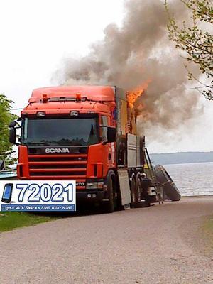 Brand. Det var ännu under onsdagen okänt varför den nya lastbilen fattade eld vid Enhagenbadet.