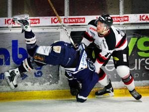Östersund gjorde inte en av sina bättre matcher mot Hudiksvall i går. Ändå lyckades man rycka upp sig i den tredje perioden för att till slut vinna matchen med 2–1.   Foto: Denny Calvo