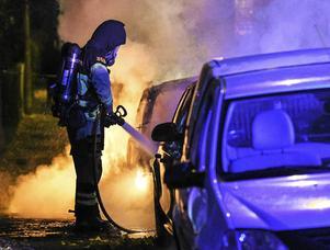 Extra oroligt med bilbränder och skjutningar.