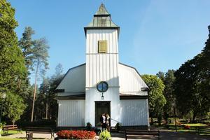 Bröllopet blir 30 juli i Högbo kyrka och festen fortsätter sedan i en lokal i Bovik.