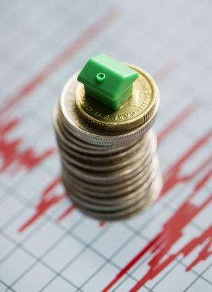 Det är oftast den lille enskilde som får den högsta kostnadsökningen i förhållande till inkomst, skriver insändaren.
