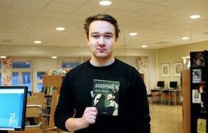 Patrik Bäckman från Ösjön går i klassen FT13B på fordons- och transportprogrammet. Han lånade en bok som flera kompisar rekommenderat.