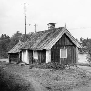 Luddes stuga, som den såg ut på 1930-talet före renoveringen på 1940-talet. Foto: Nynäshamns bildarkiv